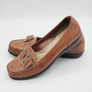 Thom McAn Shoes - THOM MCAN Camel colored loafters with metal